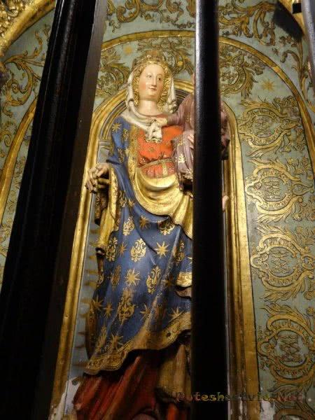 Статуя Девы Марии в толедском Кафедральном соборе