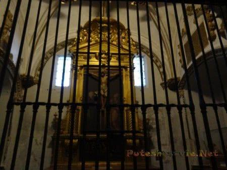 Внутреннее оформление стен собора Толедо