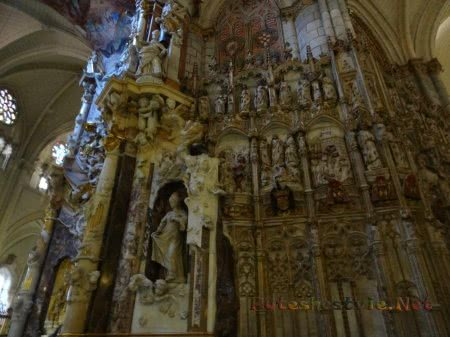 Великолепная отделка стен в Кафедральном соборе Толедо