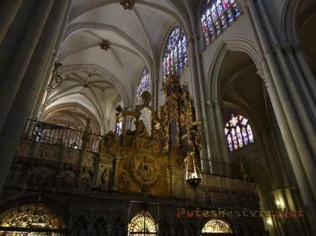 Красивые арочные своды Собора Святой Марии в Толедо
