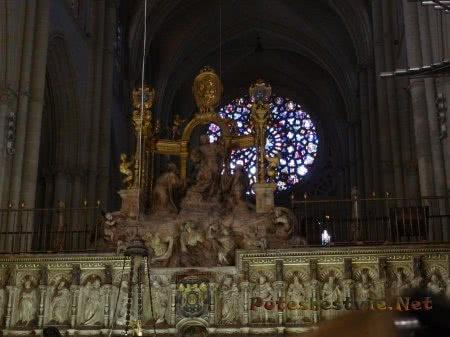 Витражное окно роза ветров в Соборе Святой Марии в Толедо