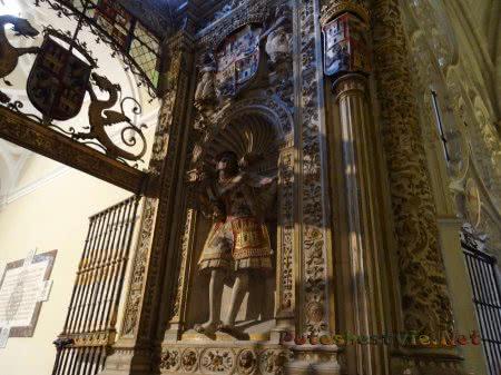 Статуя в соборе Толедо
