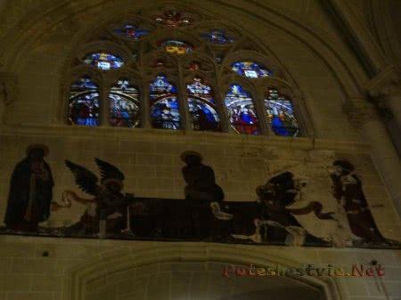 Красочные витражи Собора Святой Марии в Толедо