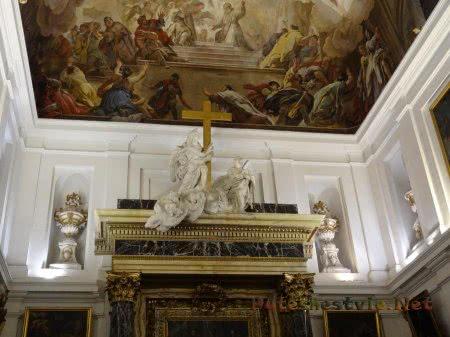 Красивая роспись на потолке в музее толедского Кафедрального собора