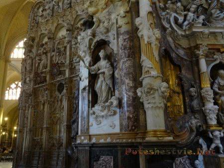 Статуи Богородицы и Святых в Соборе Святой Марии