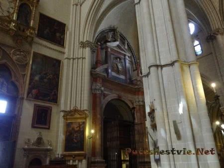 Оригиналы произведений искусства на стенах собора в Толедо