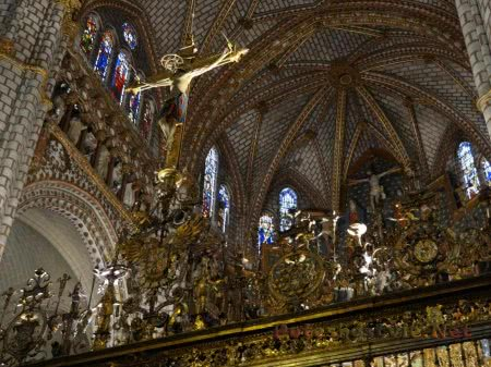 Великолепие интерьера католического собора в Толедо