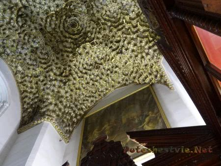 Резная решетка украшающая потолок в соборе Толедо