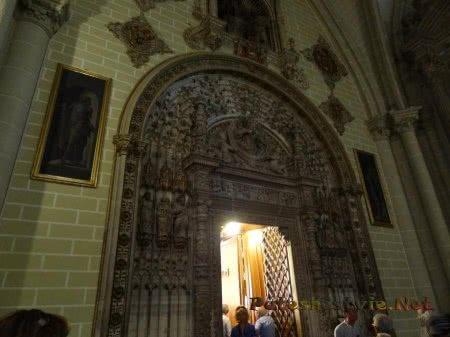 Красивая входная арка в Кафедральный собор Толедо