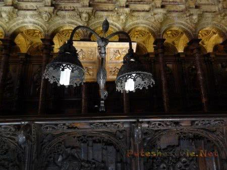 Старинный кованный фонарь с энергосберегающей лампой