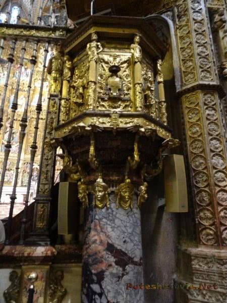 Мраморно золоченая колонна толедского Собора
