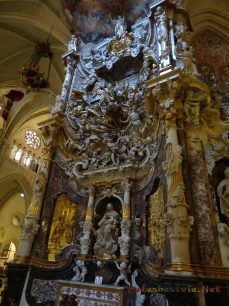 Пышная отделка стен Собора Святой Марии