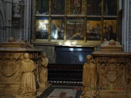 Два саркофага в Соборе Святой Марии