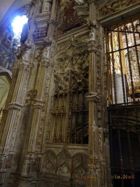 Ажурные узоры стен украшающие собор в Толедо