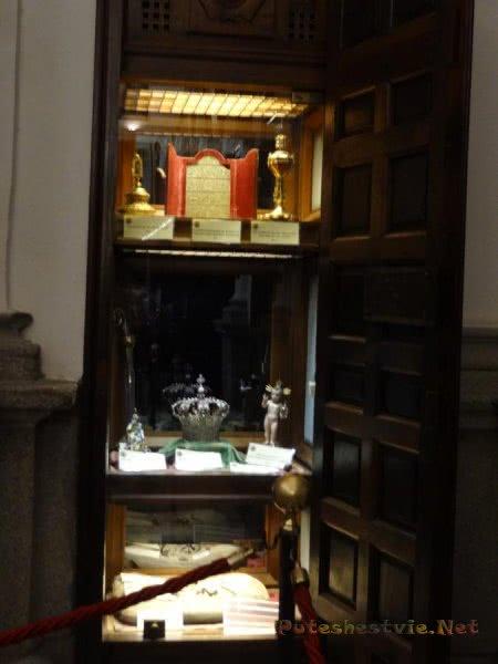 Коллекция культовых предметов в музее толедского Собора