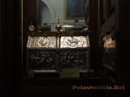 Саркофаг служителя церкви в соборе Толедо