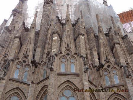 Готическая часть храма Саграда Фамилия в Барселоне