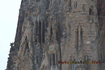Масса деталей на башнях Саграда Фамилия