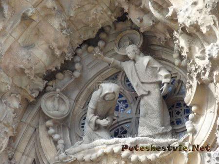 Библейская сцена на стене Храма Святого Семейства в Барселоне