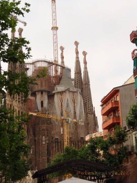 Храм Саграда Фамилия в Барселоне в процессе строительства
