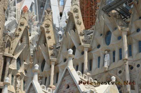 Декор башен храма Саграда Фамилия вблизи