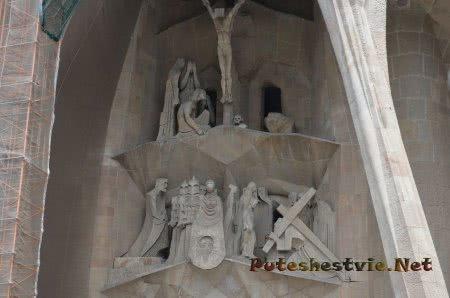 Библейские сценки на стенах прекрасного храма