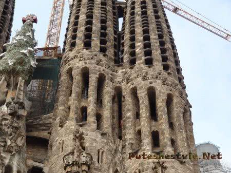 Недостроенные башни Саграда Фамилия в Барселоне