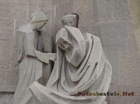 Скульптуры на стенах Саграда Фамилия