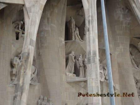 Резкие формы другой башни храма Саграда Фамилия