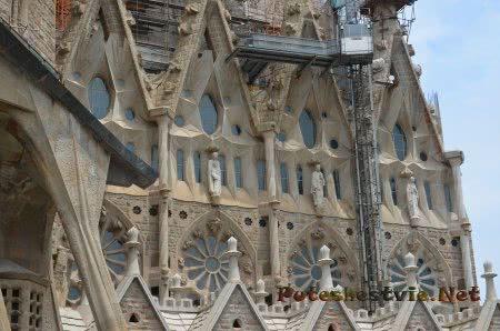 Красивый фасад этой части храма