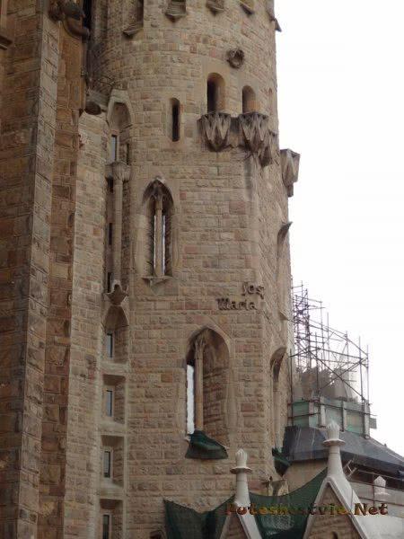 Интересные балкончики в оформлении храма Святого Семейства