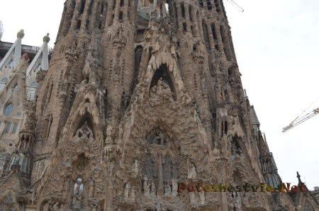 Богатая фонтазия Гауди создавшего проект храма