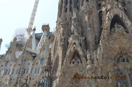 Прелестное оформление храма в Барселоне