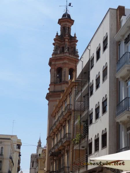 Старинная колокольня в Валенсии