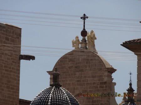 Фигурки Святых на здании собора