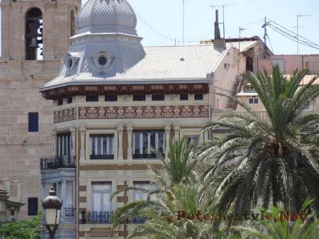Красивый особняк в Валенсии
