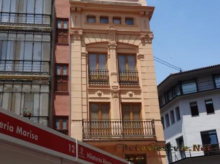 Красивые балкончики дома в Валенсии