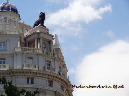 Статуя льва на здании Валенсии
