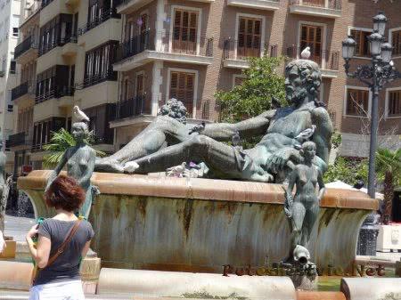 Декор фонтана в Валенсии