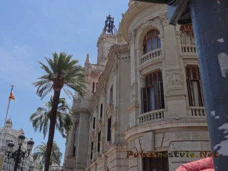 Очень красивые здания площади Айюнтаменто Валенсии