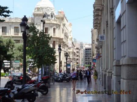 Мраморный тротуар на Площади Рутуши в Валенсии
