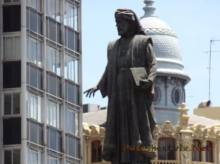Статуя на главной валенскийской площади