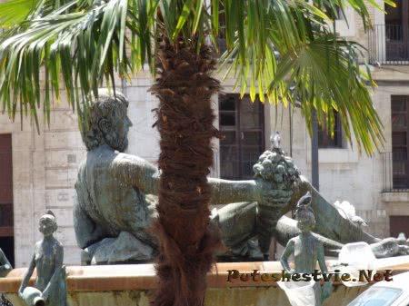 Статуи на валенсийской площади