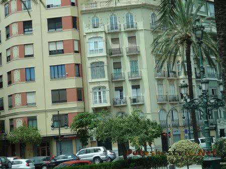 Смешение архитектурных стилей на улице Валенсии