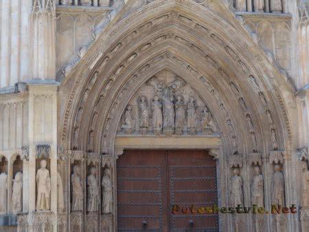 Арка главного входа в Кафедральный собор Валенсии