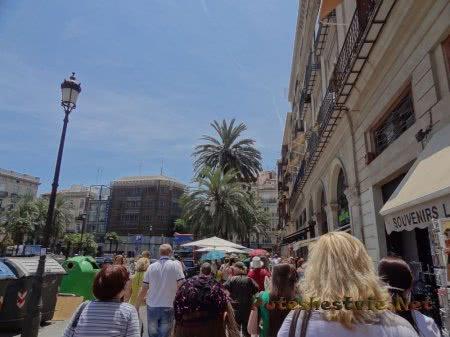 Оживленные улицы Валенсии