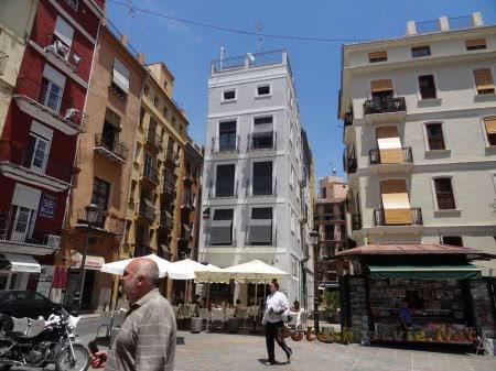 Очень узкий дом в Валенсии