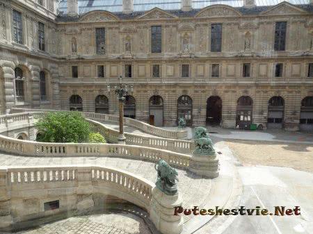 Лестницы из здания Лувр