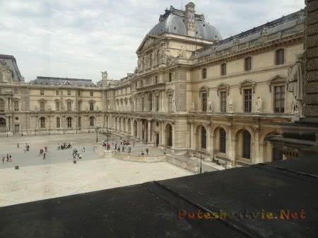 Двор Лувра из окна