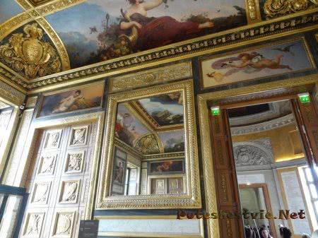 Красивый зал в Лувре